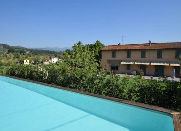 Special Offer 2019 Holidays in a Farmhouse with Pool in Tuscany