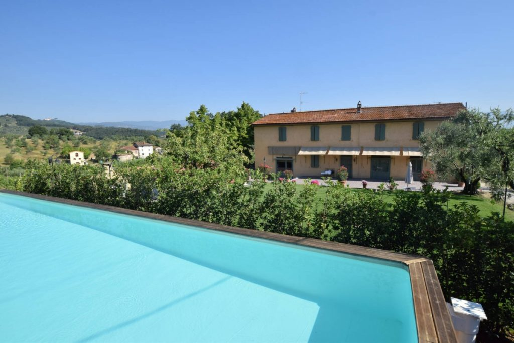farmhouse with pool in tuscany